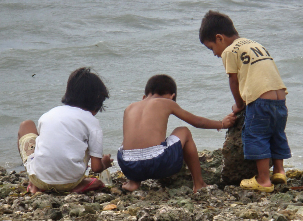 children looking for clams