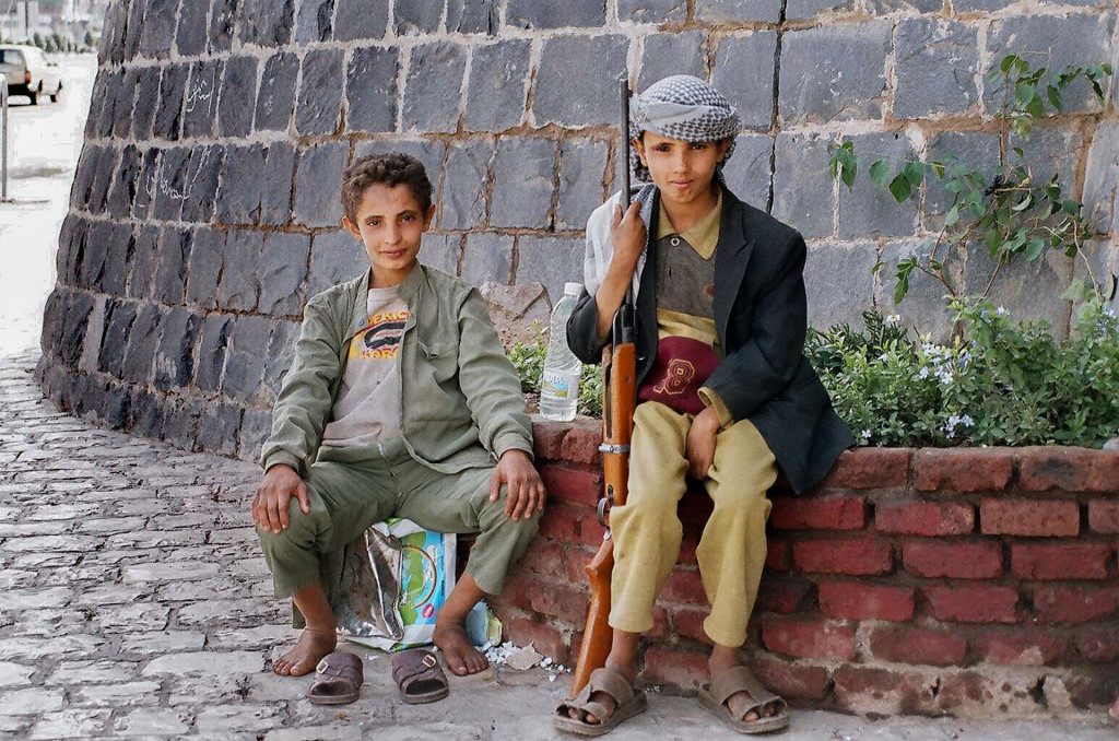 yemeni boys playing soldiers